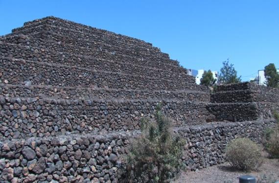Piramides de Guimar 1 (570x375)