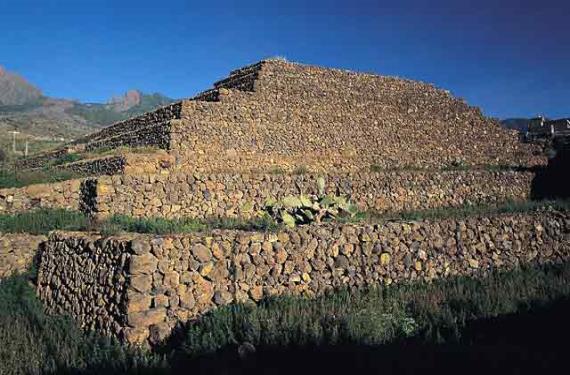 Piramides de Guimar 2 (570x375)