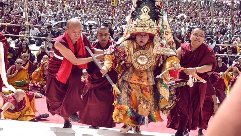 Oráculo Nechung Tibet